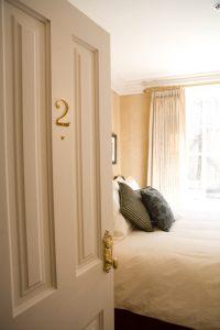 MH09_Room2_04